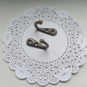 Крючок-вешак металлический для ключниц, бронза, 33x12 мм