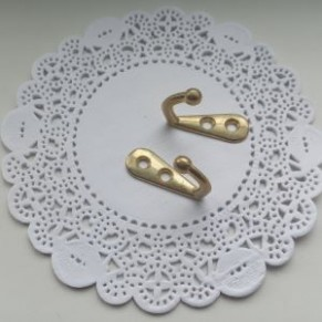 Крючок-вешак металлический для ключниц, золото, 33x12 мм