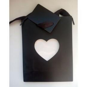 Подарочный пакет с вырезом в виде сердца, черный
